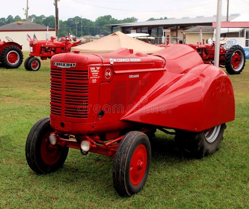 Modell för McCormick Deering traktorfruktträdgård royaltyfri foto