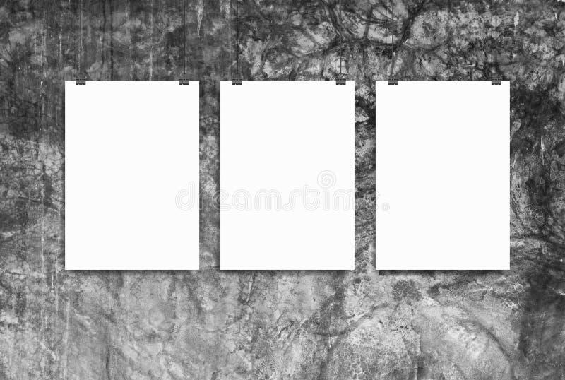 Modell för tre affisch på väggen arkivbild