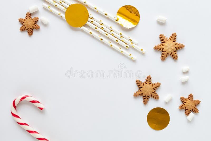 Modell för vit jul med kakor royaltyfria bilder