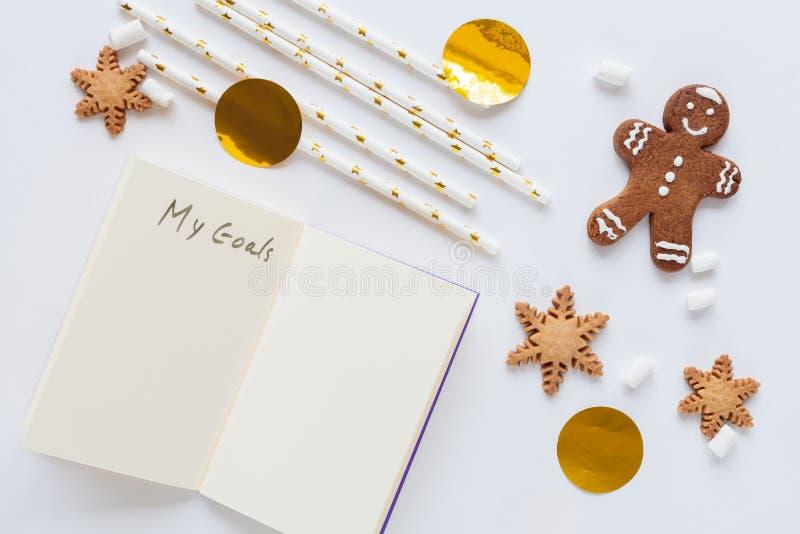 Modell för vit jul med kakor arkivfoto