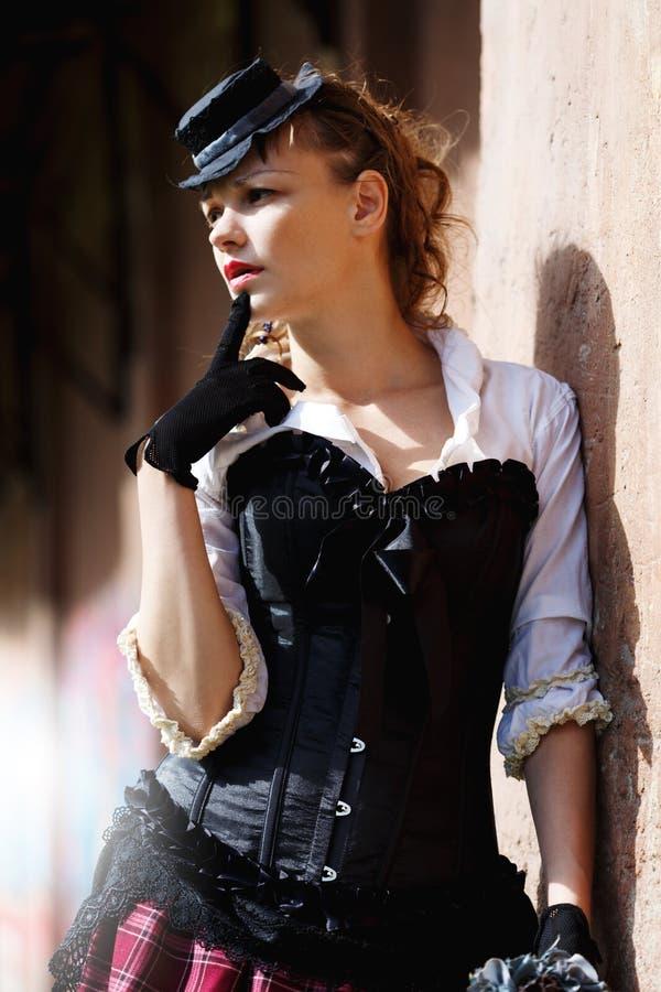 Modell gekleidet in der Victorian- oder steampunkart stockbild