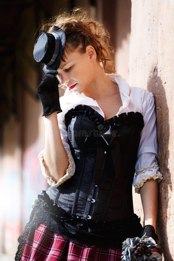 Modell gekleidet in der Victorian- oder steampunkart lizenzfreie stockfotos