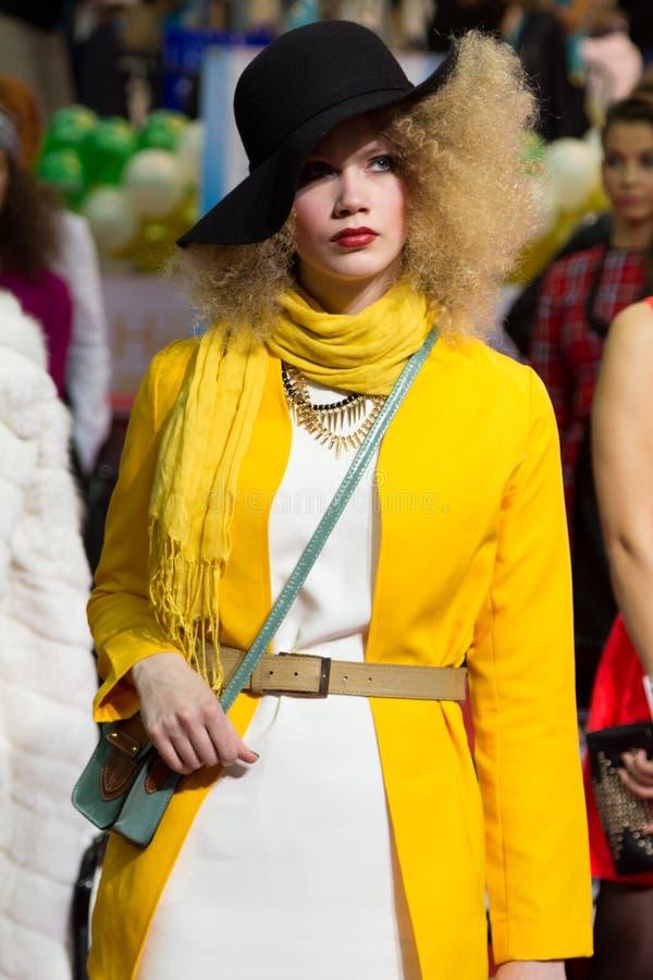 Modell am jährlichen Festival der Schönheit lizenzfreie stockfotos