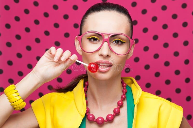 Modell med färgrik makeup royaltyfri foto