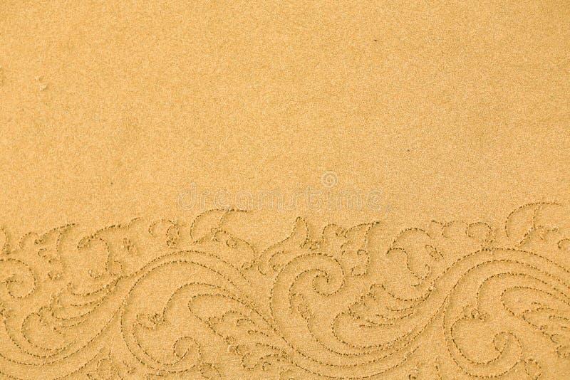 Modell på ren sand med stenar Begreppet av fred och cont arkivbild