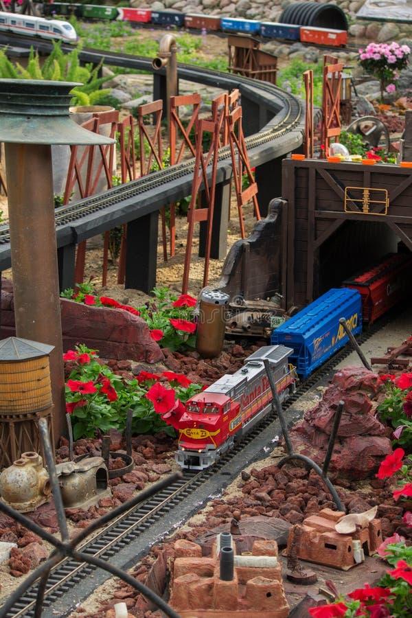 Modell Railroad Desert Train arkivfoto