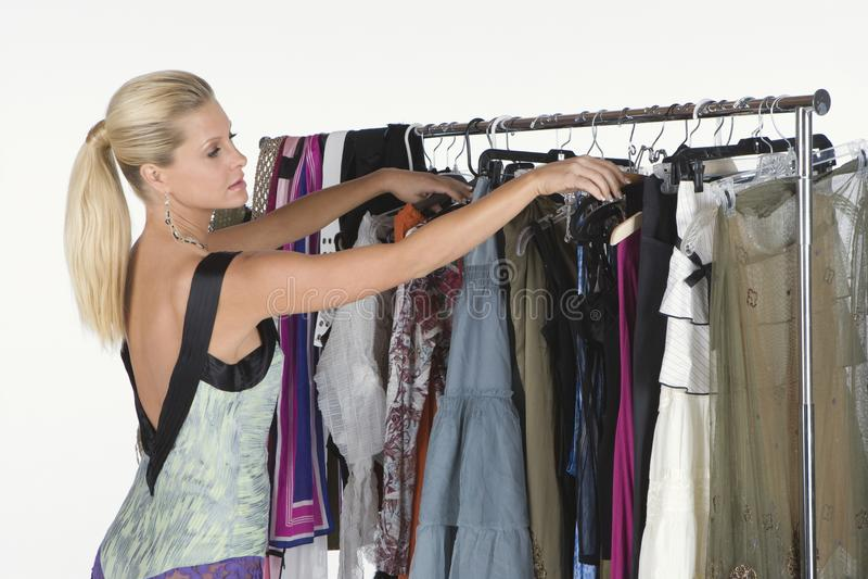 Modell Selecting Dress royaltyfri foto