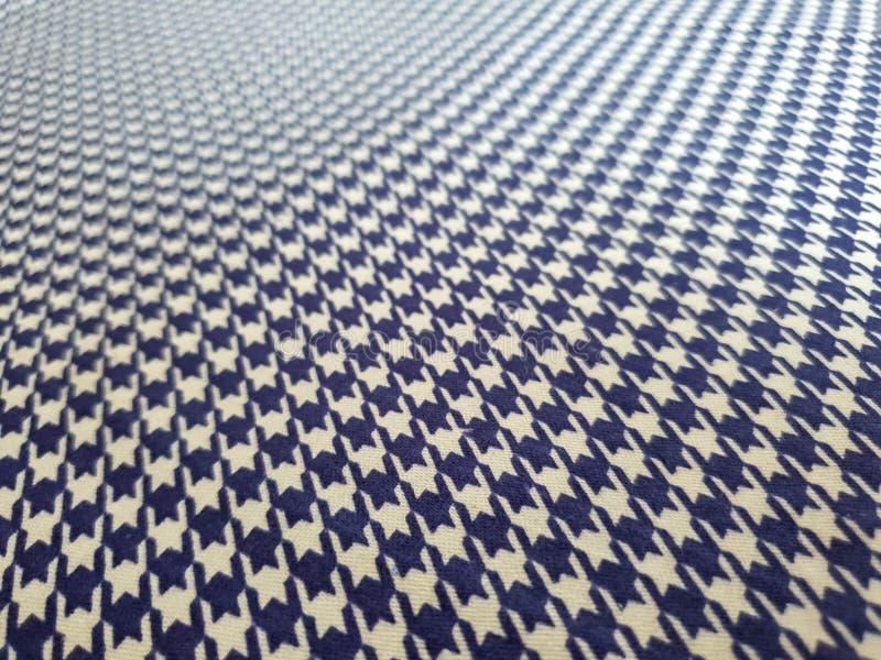 Modell textur, bakgrund, tapet Mjuk blå och vit bomullsprövkopia med den geometriska prydnaden arkivbilder