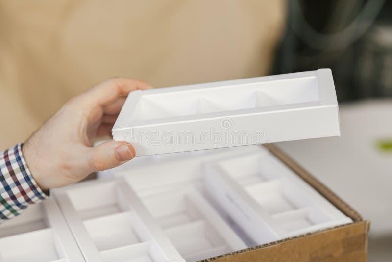 Modell von Pappschachteln stockfoto