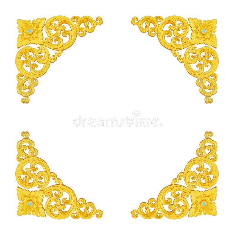 Modellen av den guld- stuckaturramen snider på vit bakgrund arkivbild