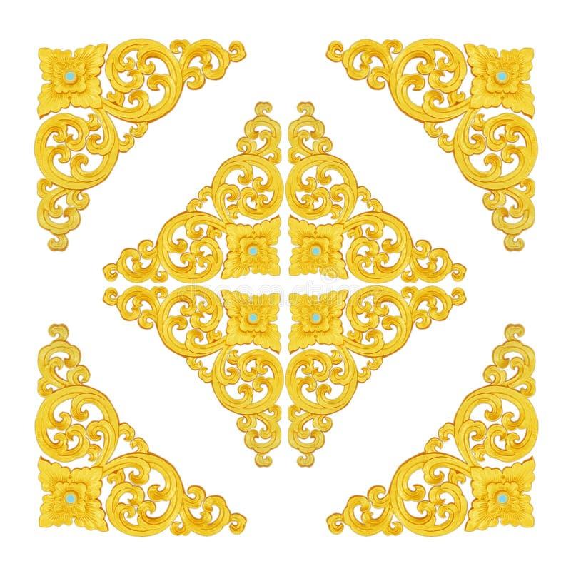 Modellen av den guld- stuckaturramen snider på vit bakgrund royaltyfria bilder