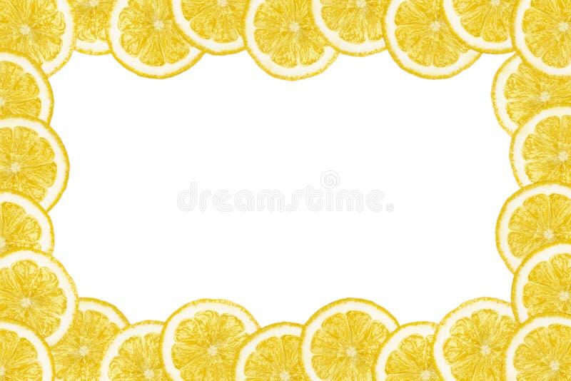 Modellen gjorde fr?n nya citronskivor p? en vit bakgrund med kopieringsutrymme i mitt ?ver huvudet sikt som ?r flatlay skivad hal vektor illustrationer