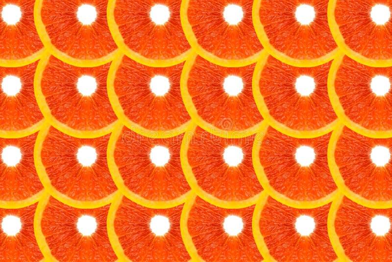 Modellen gjorde fr?n nya grapefruktskivor p? en vit bakgrund, den ?ver huvudet sikten som var flatlay skivad half ananas f?r bakg royaltyfri foto