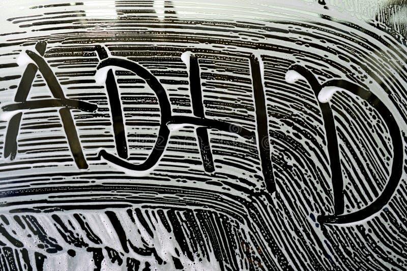 modeller för skum för textadhdbiltvätt på ett bilfönster royaltyfri bild