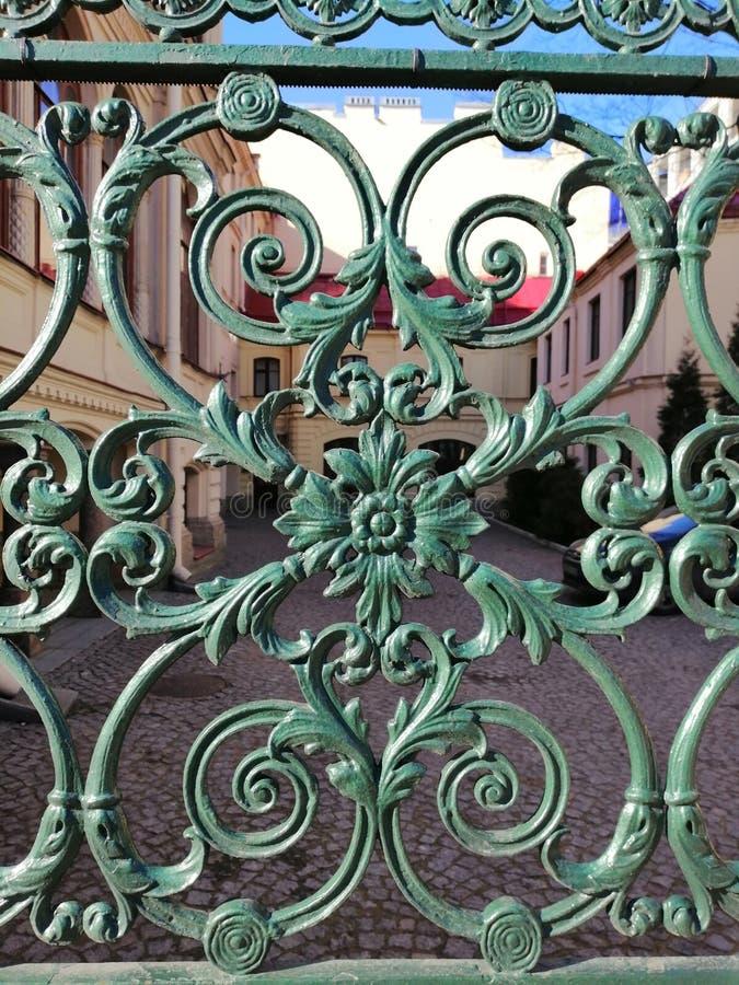 modeller staketet av huset i St Petersburg royaltyfri fotografi
