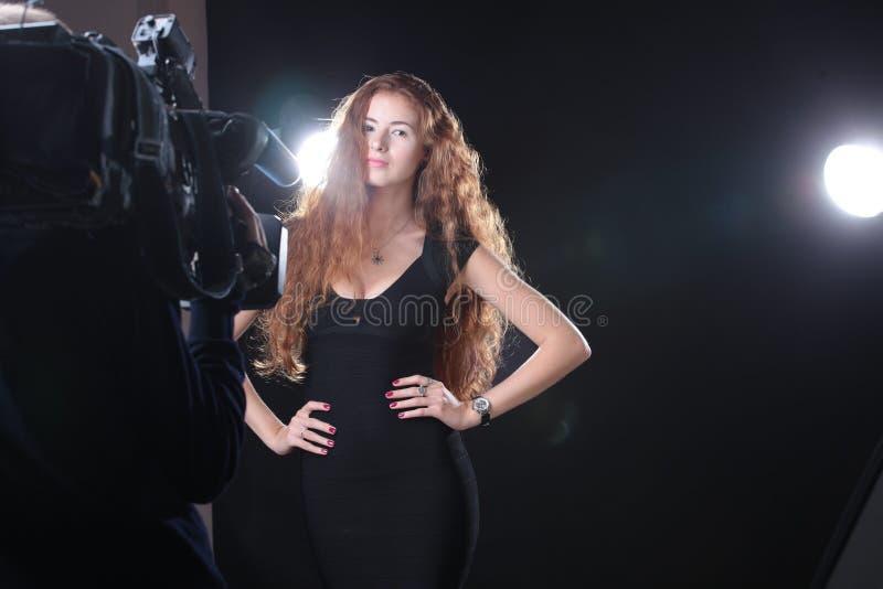 modellera nätt kvinna royaltyfri bild