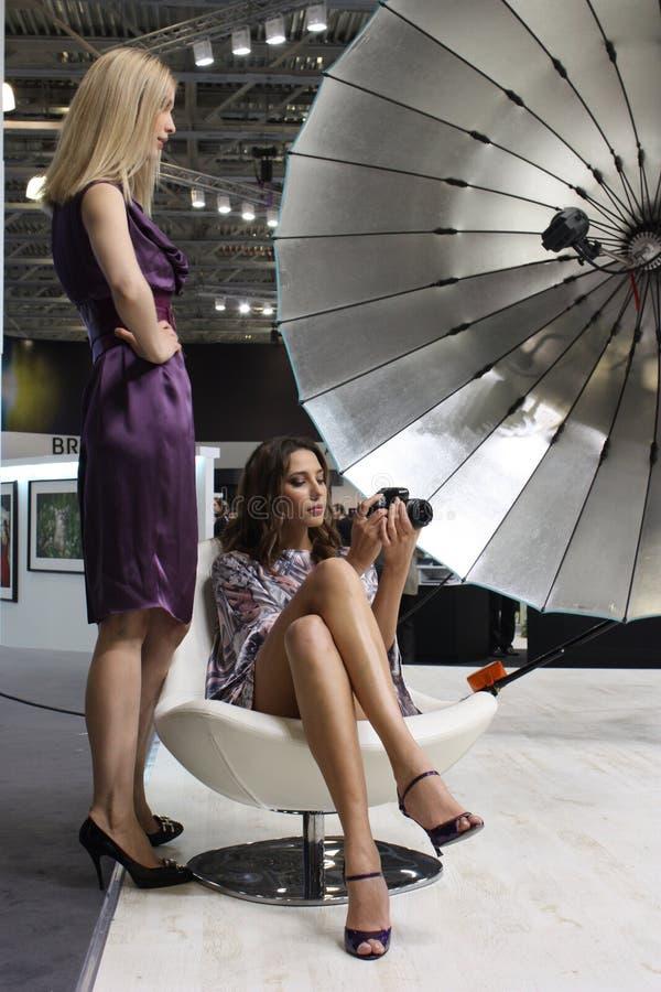 Modelli alla mostra della foto fotografie stock libere da diritti