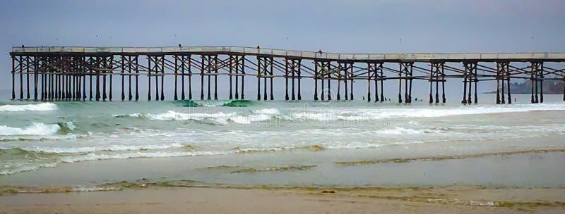 Modelli alla spiaggia immagine stock