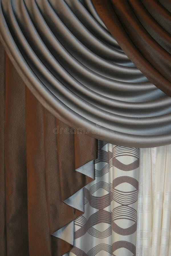 Modelli dei drappi di argento e di marroni immagine stock