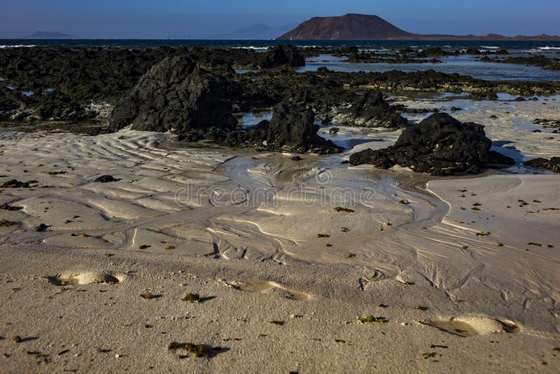 Modelli nella sabbia alla scarsa visibilit? nel parco naturale in Corralejo Fuerteventura Spagna fotografia stock