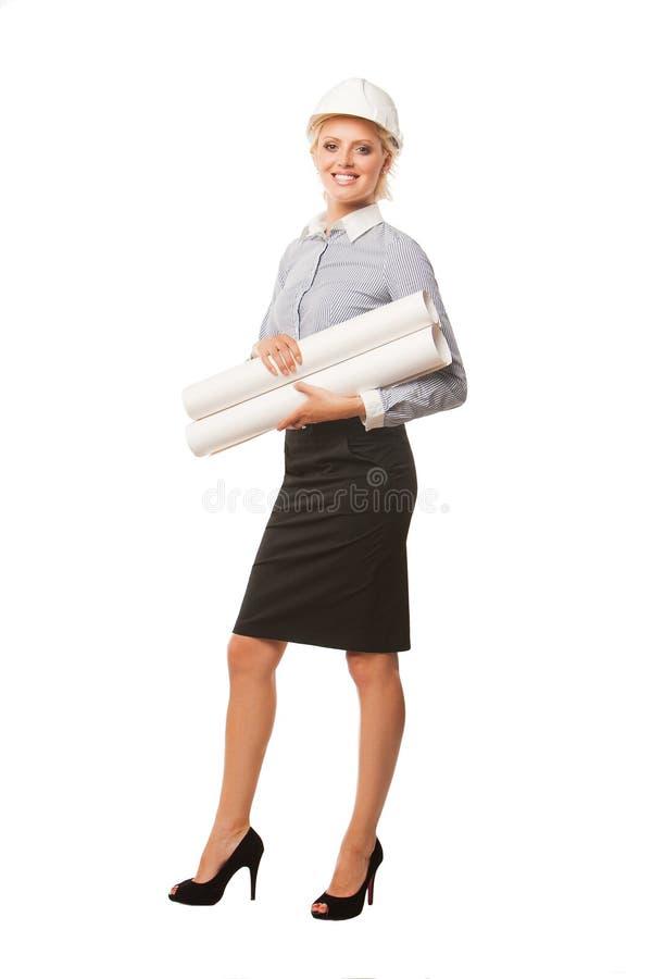 Modelli sorridenti della tenuta dell'architetto della donna di affari immagine stock libera da diritti