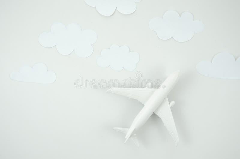 Modellnivå för bästa sikt, flygplanleksak på vit bakgrund L?genheten l?gger med kopieringsutrymme f?r text royaltyfria bilder