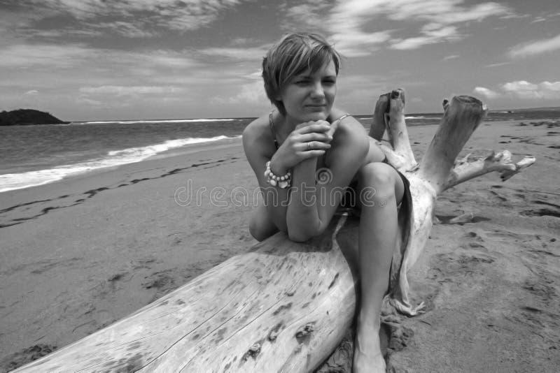 Modello ad una spiaggia fotografia stock libera da diritti