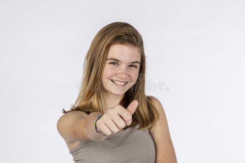 Modello adolescente biondo adorabile Having Fun Posing in un ambiente dello studio fotografie stock libere da diritti