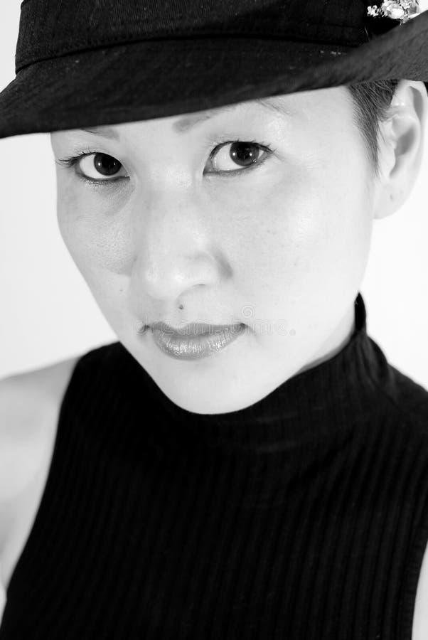 Modello asiatico in Fedora fotografia stock libera da diritti