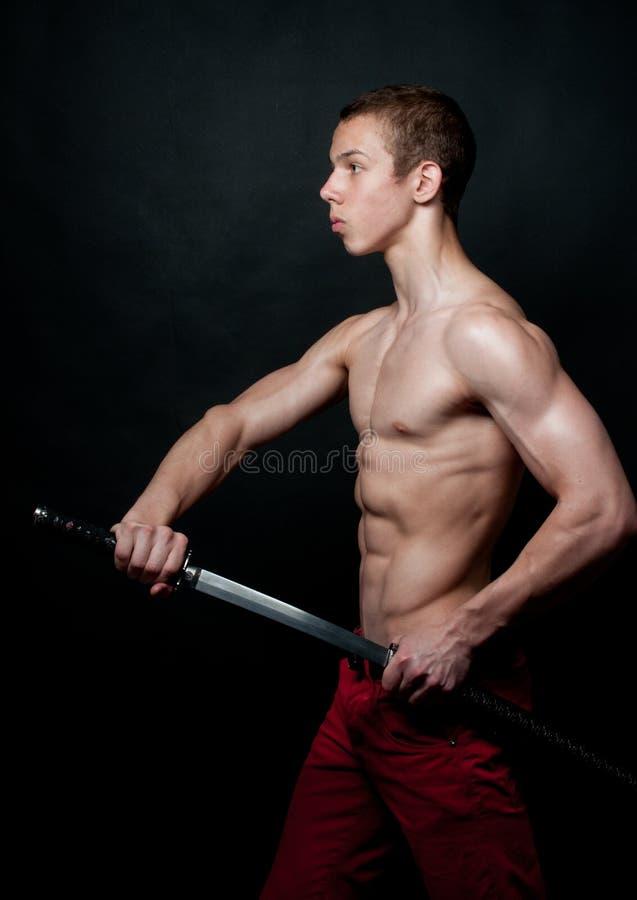 Modello con una spada fotografie stock
