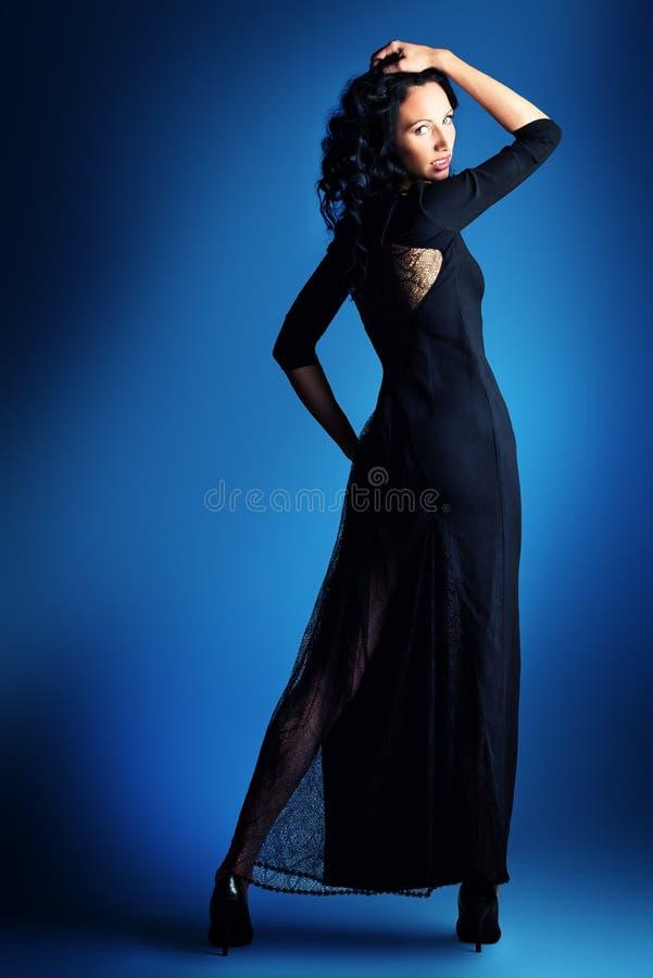 Modello dai capelli scuro della biancheria fotografie stock