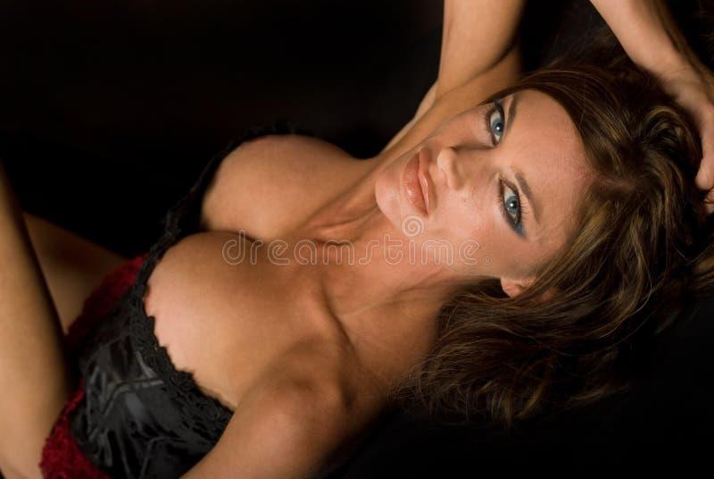 Modello dai capelli scuro di Goth immagine stock