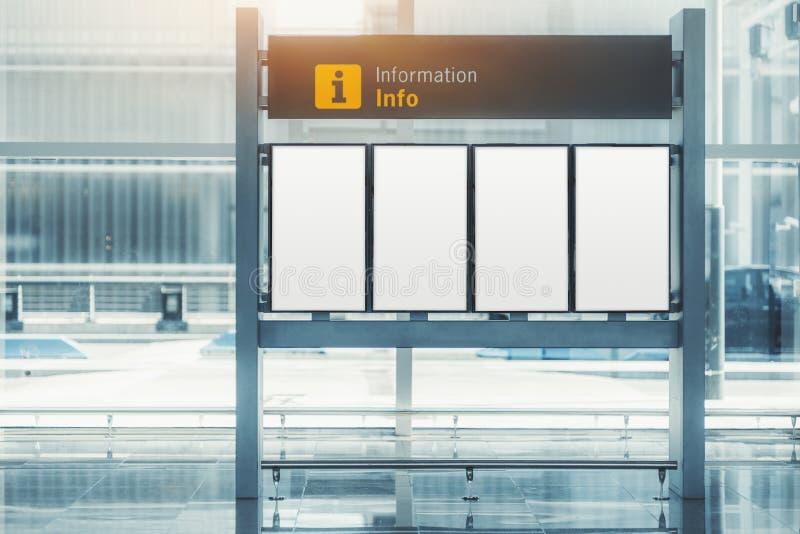 Modello degli schermi di informazioni all'interno fotografia stock libera da diritti