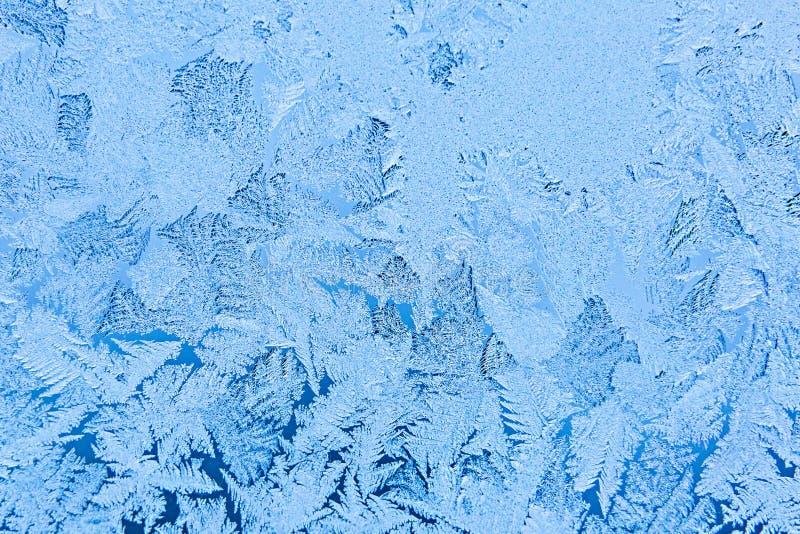 modello del gelo sulla finestra Concetto magico di tempo Bella fine di struttura su fotografie stock
