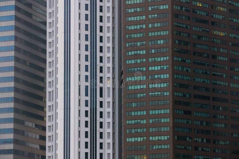 Modello del grattacielo sulla costruzione moderna di affari a Singapore fotografia stock