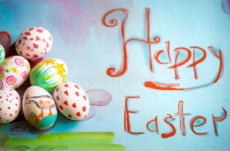 Modello del ` s Pasqua dei bambini con le uova fotografia stock libera da diritti