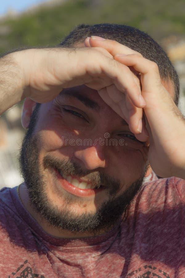 Modello dell 39 uomo immagine stock immagine di sorriso for Modelli di caverna dell uomo