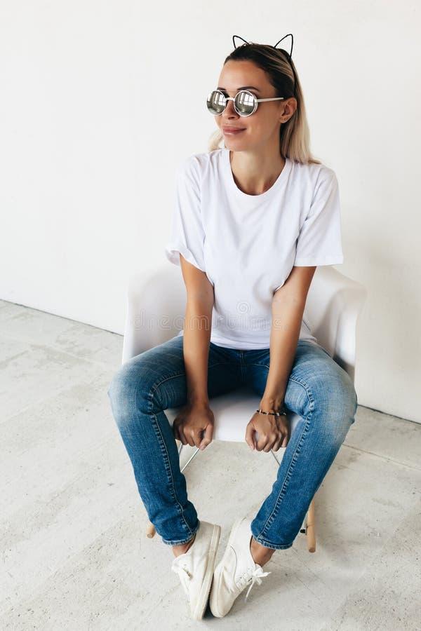 Modello della maglietta sul modello fotografia stock