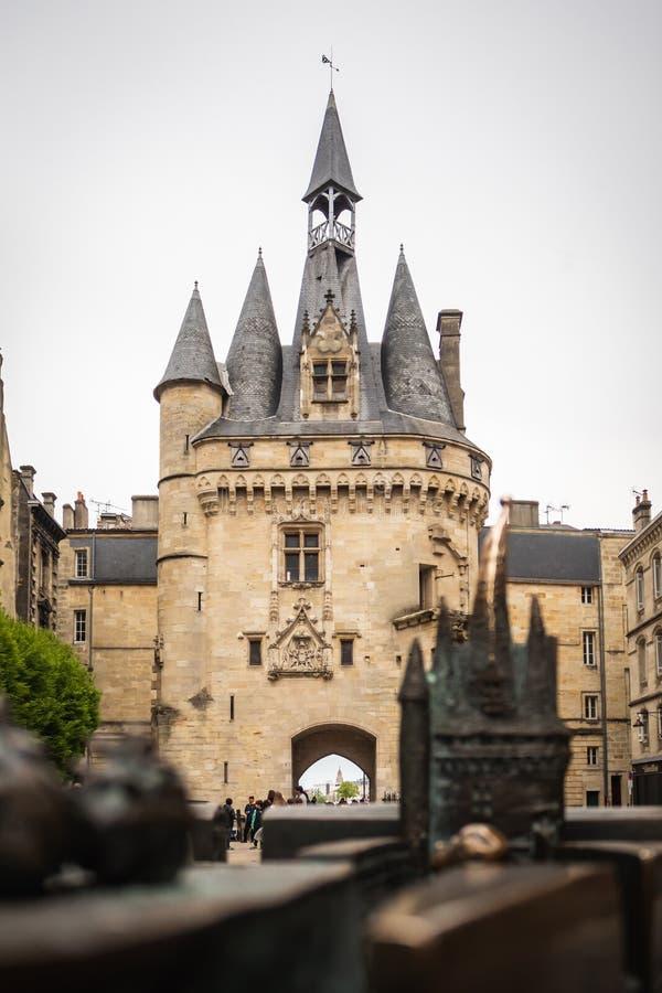 Modello della porta Cailhau davanti alla porta Cailhau fotografia stock libera da diritti