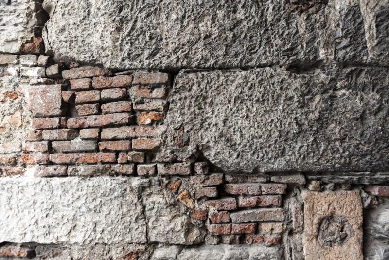 Modello della struttura della parete di pietra con il vari for Modello di casa all interno