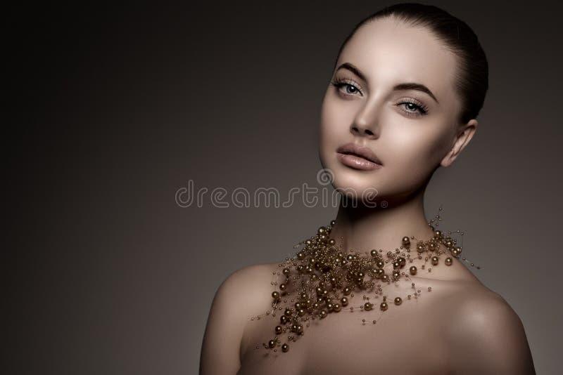 Modello di alta moda Girl Stile P di Vogue di alta moda della donna di bellezza immagine stock