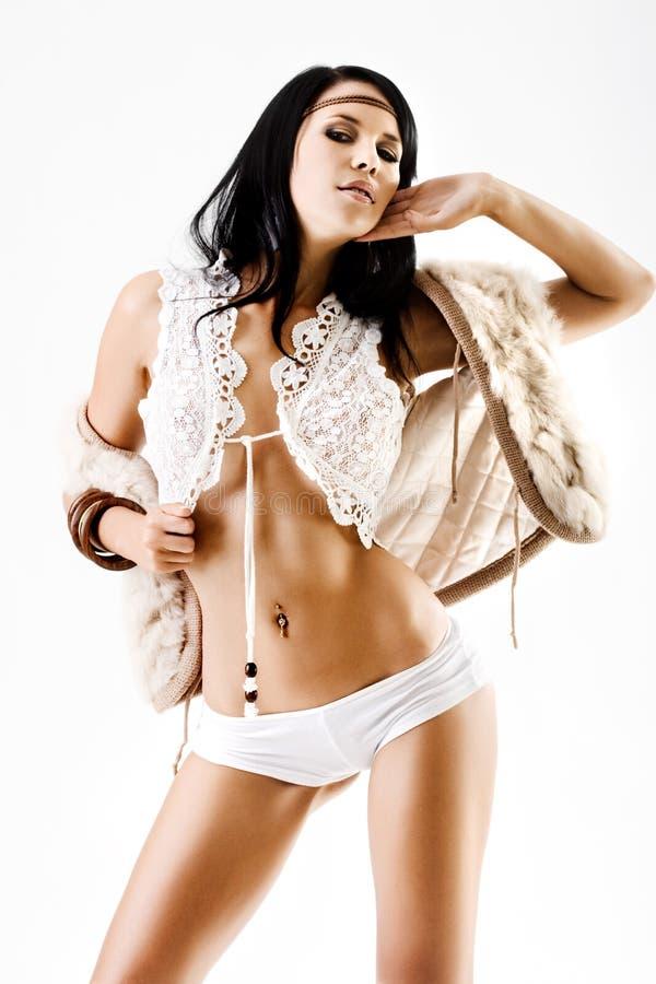 Download Modello Di Alto Modo In Biancheria Fotografia Stock - Immagine di modello, pelliccia: 7309958