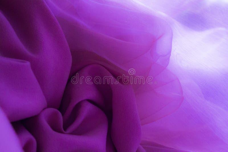 Modello di fiore fatto di tessuto viola-rosa fotografia stock libera da diritti