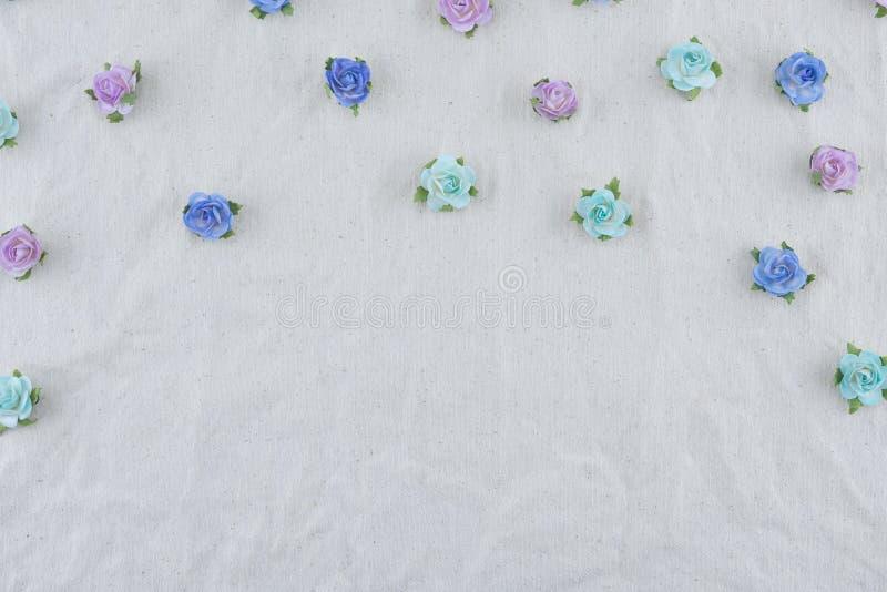 Modello di fiori di carta blu della rosa di tono fotografia stock libera da diritti