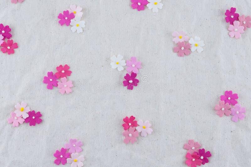 Modello di fiori di carta rosa di tono fotografia stock