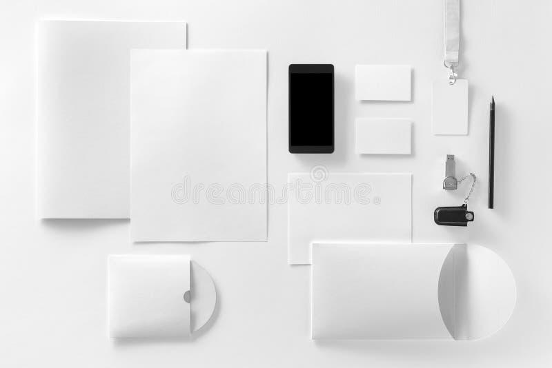 Modello di identità di marca Cancelleria e aggeggi corporativi in bianco fotografia stock libera da diritti