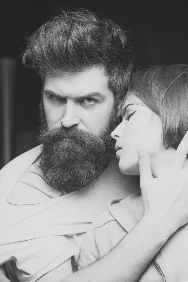 Modello di moda di bellezza Sguardo di modo Modo sparato delle coppie dopo taglio di capelli Concetto del parrucchiere Uomo con l immagini stock