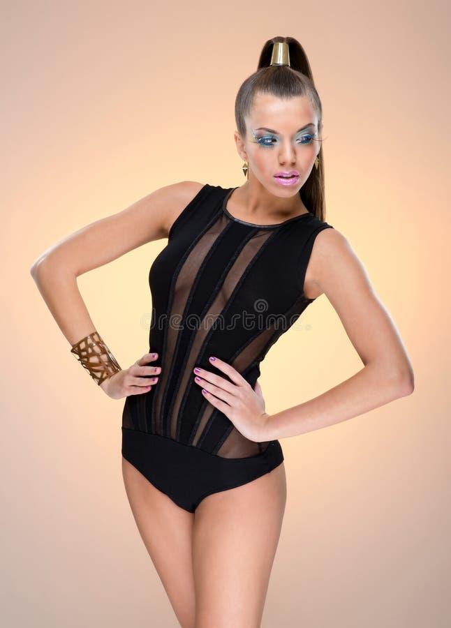Modello di moda con trucco di lusso, vestiti di lusso di stile di Vogue fotografia stock libera da diritti