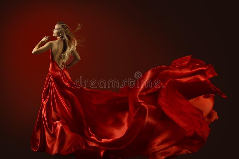 Modello di moda Dance in vestito rosso, bella donna ballante immagine stock libera da diritti