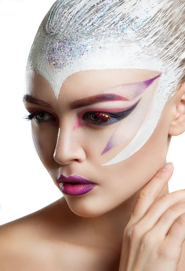 Modello di moda Girl Portrait con trucco luminoso fotografia stock